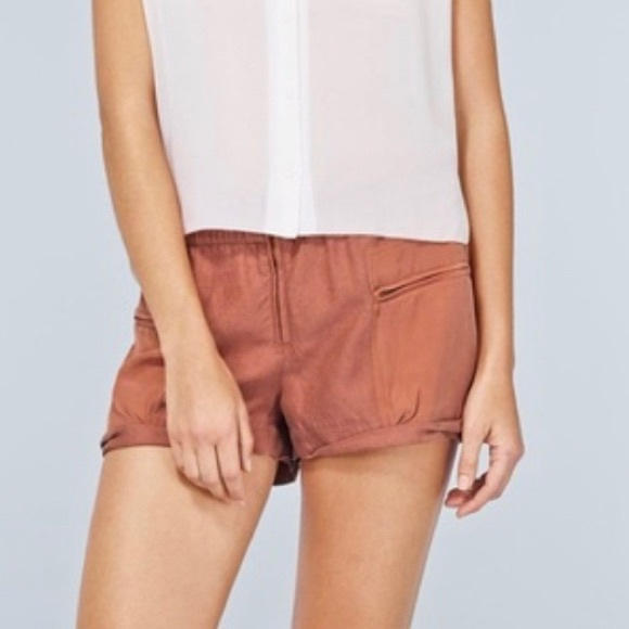 Wilfred | Rust Linen Blend Paradis Shorts